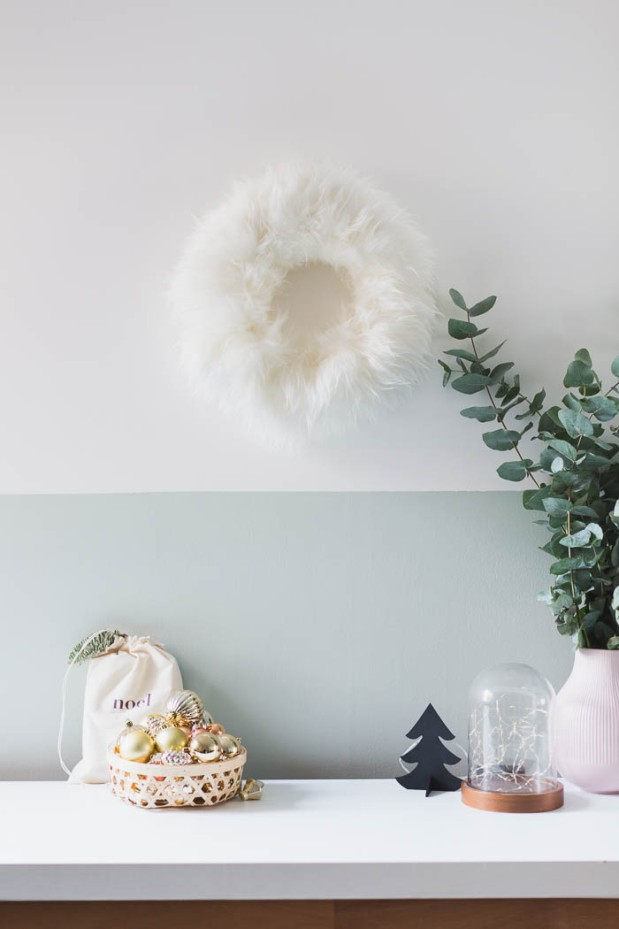 DIY-Fluffy-Christmas-Wreath-@fallfordiy-18